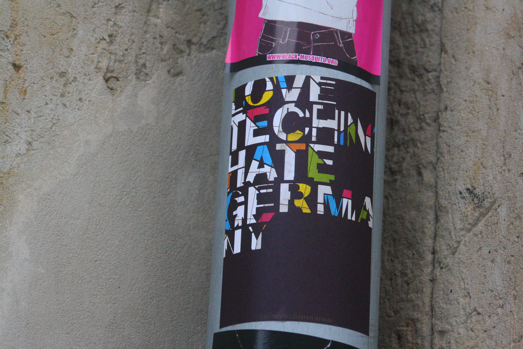 love techno hate germany sticker gro�